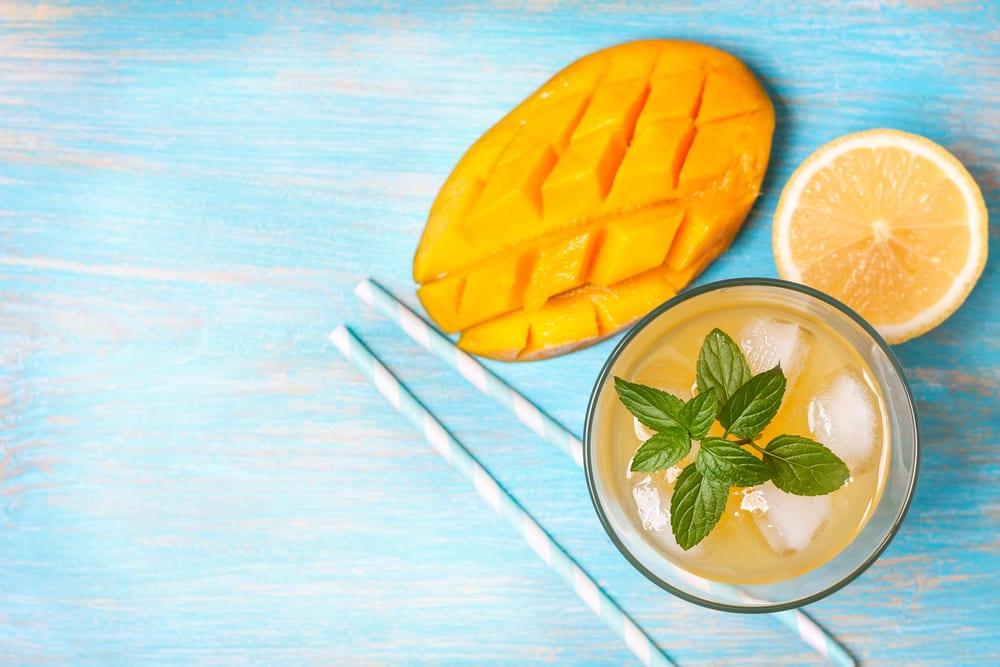 mango iced tea with cut up mango next to it